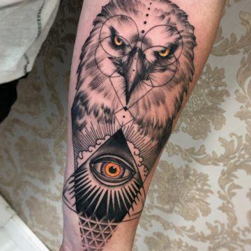 Coruja black tatuagem