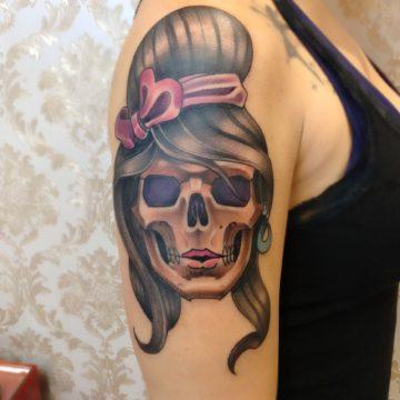 rosto feminino neotradicional tatuagem