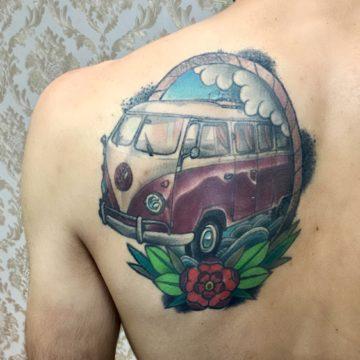 Kombi neotradicional tatuagem