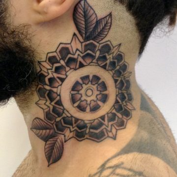 mandala pescoço black tatuagem