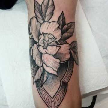 flor ornamento black tatuagem