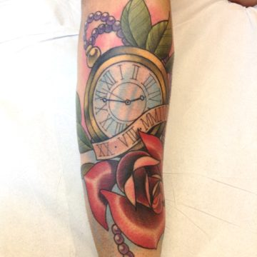 tattoo relogio rosa joao