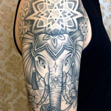elefante e mandala black tatuagem