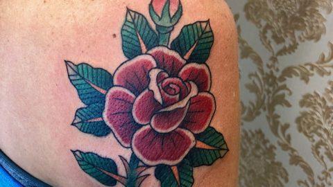 rosa tradicional tatuagem