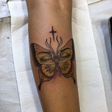 Borboleta tatuagem perna