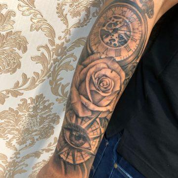 relogio rosa tatuagem