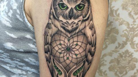 tattoo black coruja