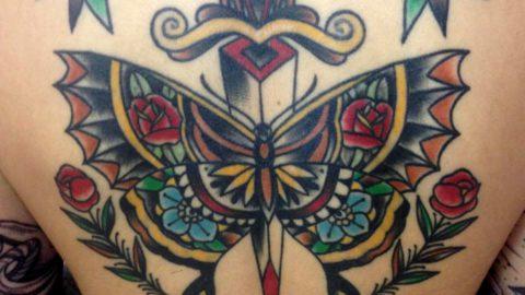 tattoo adga e boroboleta neotradicional costas