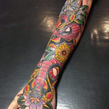 tattoo antebraço cobra neotradicional