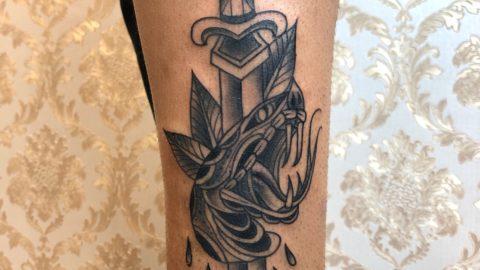 tatuagem adaga tradicional
