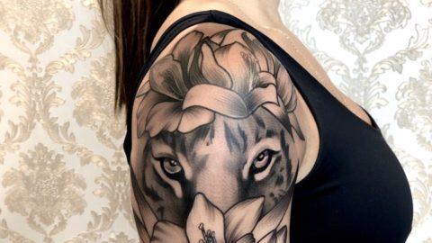 tatuagem-blackwork-leao-lirio