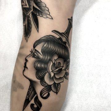 tatuagem-neotradicional-black-adaga-mulher