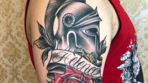 tatuagem-neotradicional-elmo-rosa