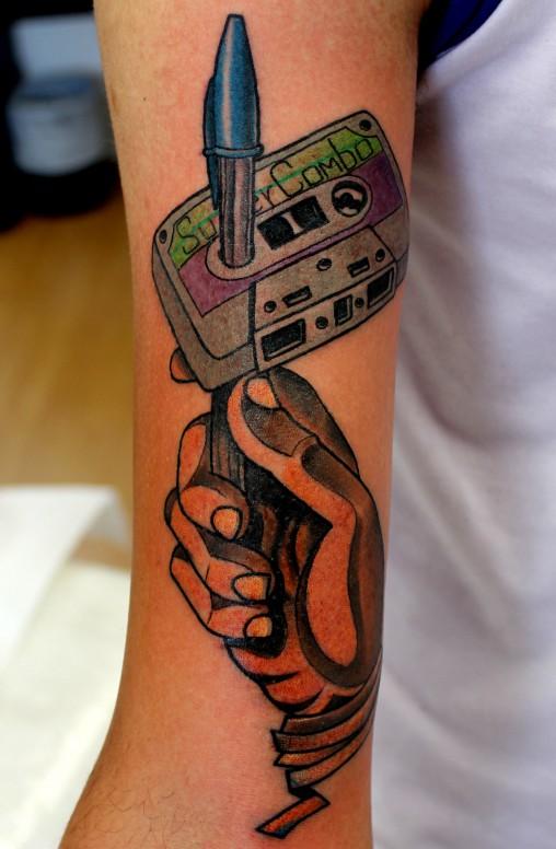 fita-k7-bic-mao-tatuagem-2